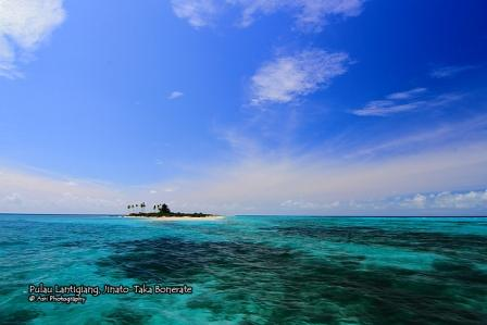 Pulau Lantigiang dalam kawasan Taman Nasional Takabonerate (foto: Asri)