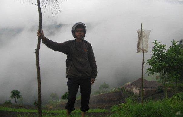 Penulis menyempatkan diri berofoto dalam perjalanan pulang ke Malang (doc pribadi, 2010)