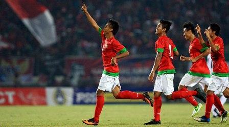 Punggawa Timnas U-19 saat merayakan kemenangan (sumber http://iberita.com)